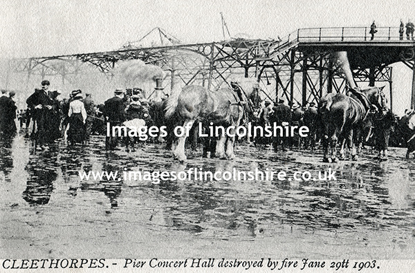 Cleethorpes_Pier_Concert_Hall_Destroyed_by_Fire_1903