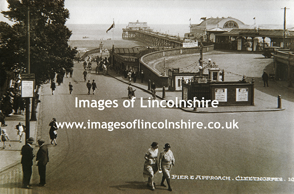 Cleethorpes_Pier_and_Approach