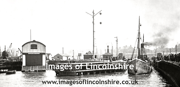 Entrance_to_Grimsby_Docks_c1907