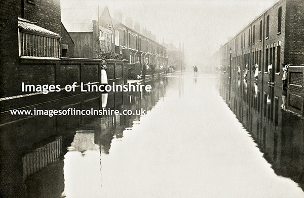 Grimsby_Roberts_Street_Flooded_1922