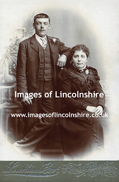 Grimsby_Couple_by_the_Lowthian_Bros_c1900