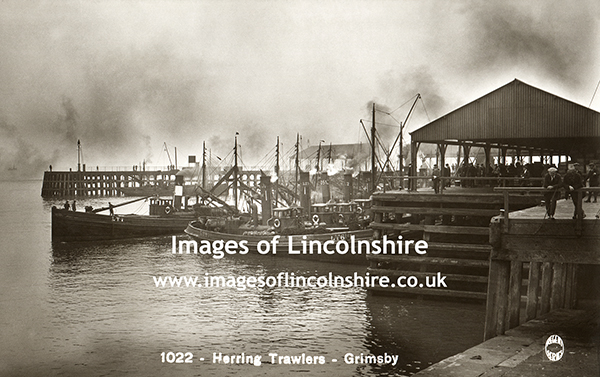 Herring_Trawlers_Grimsby_1930s