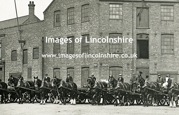 Horses_and_Rulleys_in_Gorton_Street_Grimsby_Docks_2