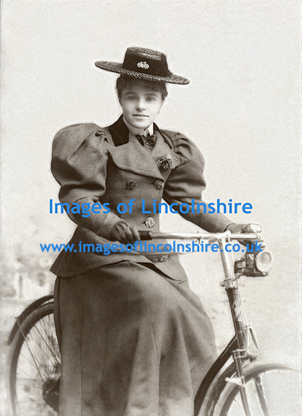 Lady_on_Bicycle_by_Jancowski_Grimsby_c1895