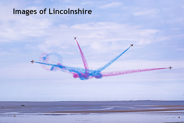 Red_Arrows_National_Armed_Forces_Event_Cleethorpes_2016