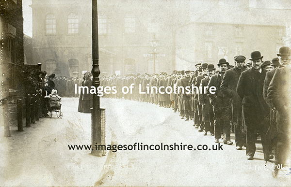 A_Queue_in_Lincoln_by_Hickingbotham_Lincoln_c1906