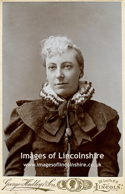 Victorian_Lincoln_Lady_with_Ruff