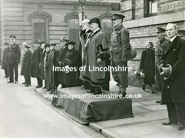WWII_Grimsby_Town_Hall_March_Past_1941