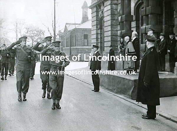 WWII_Grimsby_Town_Hall_March_Past_1942