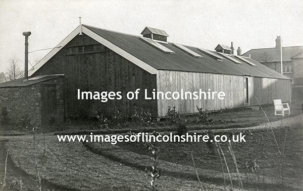 Building_at_Beechfield_Zoo_Grimsby_c1930s