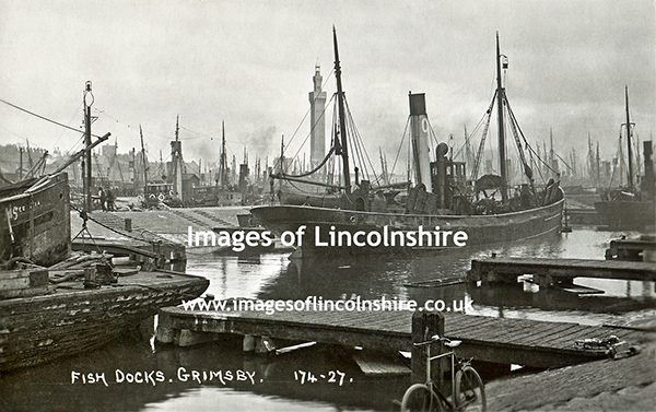 Bicycle_on_Grimsby_Fish_Docks