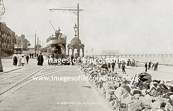 Kingsway_Cleethorpes_Showing_Tram_and_Jubilee_Fountain