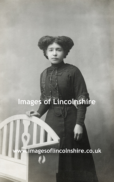 Young_Grimsby_Woman_in_Mourning
